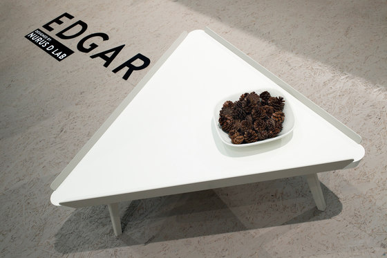 Edgar Square Coffee Table di Nurus