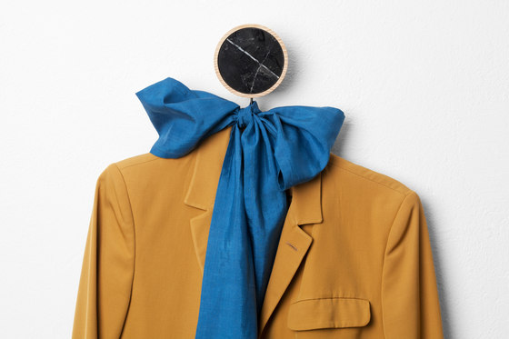 Charles Marble Black | Coat hook di Edition Nikolas Kerl