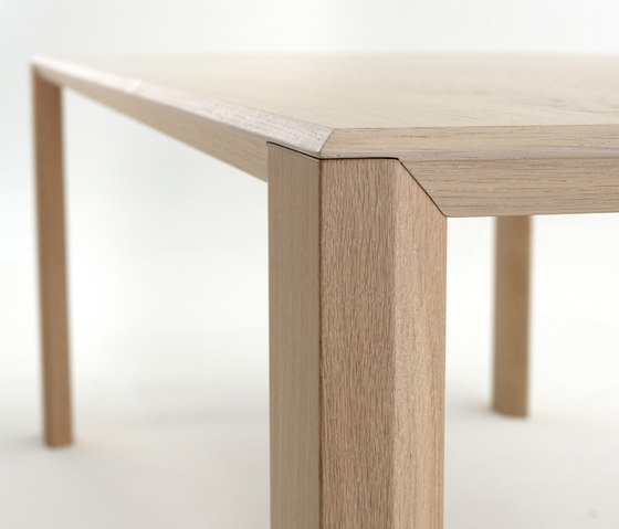 7790 Table by Gelderland