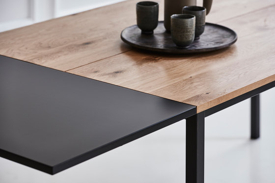 LESS IS MORE TABLE de dk3