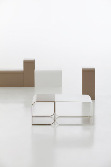 Arumi Table by GANDIABLASCO