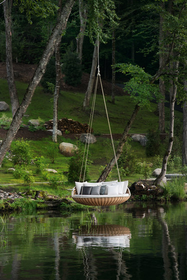 Swingrest Standing lounger by DEDON