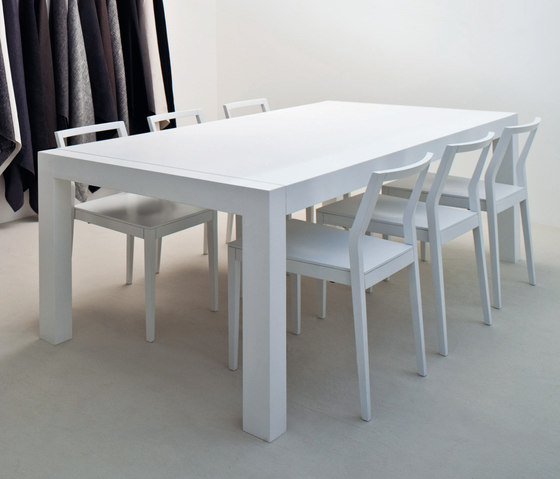 Norris Dining table by Meridiani