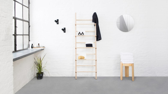 Verso shelf standard by Hem
