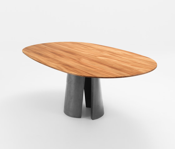 ANTO Table by Girsberger