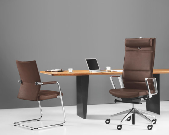 DIAGON Swivel chair di Girsberger