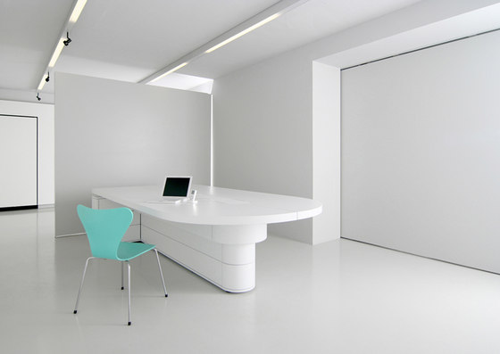 C4 Video conference table by Holzmedia