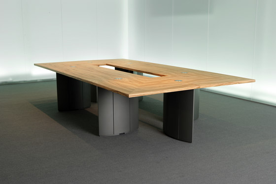 C5 Flexible conference table system by Holzmedia