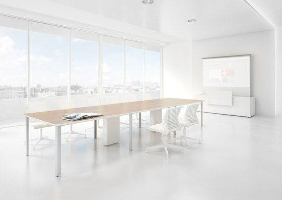 C6 Conference table de Holzmedia