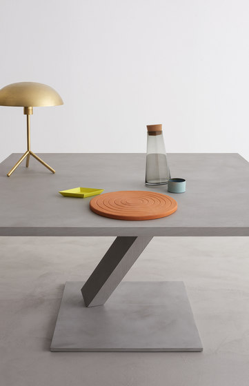 Element Dining Table di Desalto