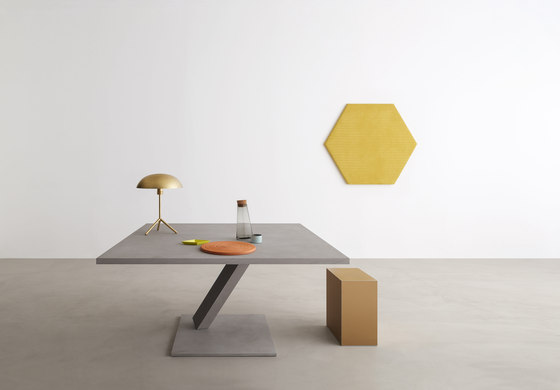 Element small table by Desalto