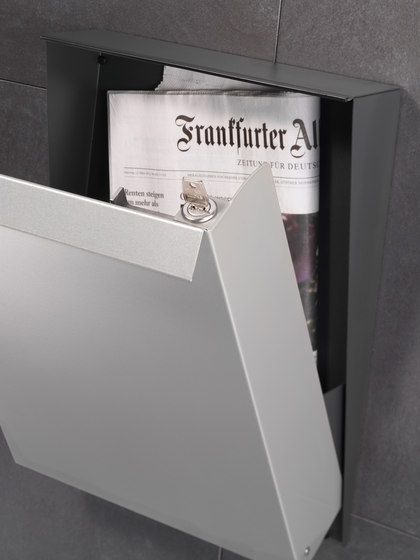 Newspaper slot | S-box | steel by Serafini