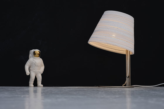 Tilt Natural table lamp by Graypants
