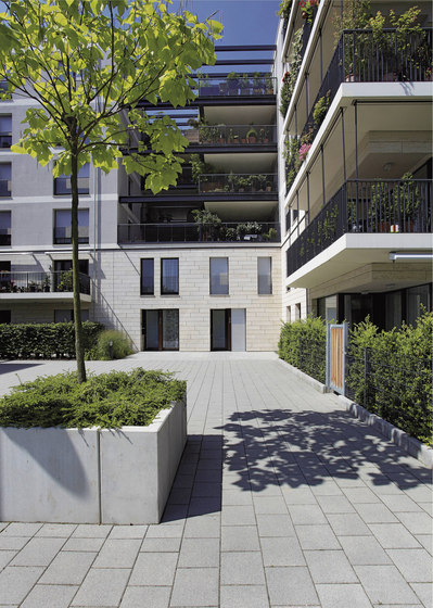 La Linia granitgrau-rötlich by Metten