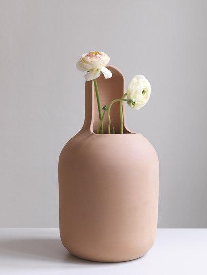 Gardenias Vase No. 6A & 6B di BD Barcelona