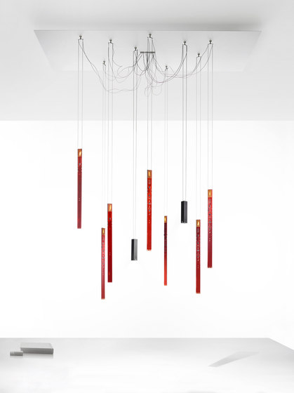 Flying Flames Chandelier di Ingo Maurer