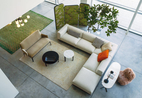 Hug coffee table by ARFLEX