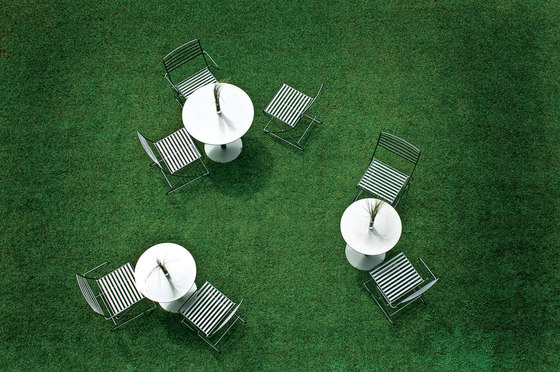 Parc Lounge with arms by Landscape Forms