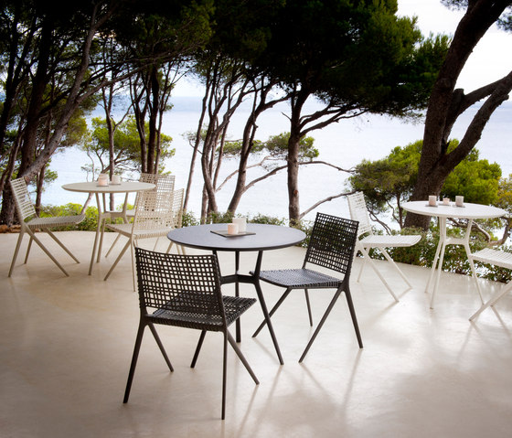 Branch Outdoor Table Round by Tribù