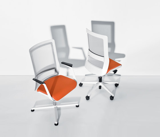 poi swivel chair by Wiesner-Hager