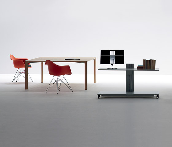 Move.010 by UniFor