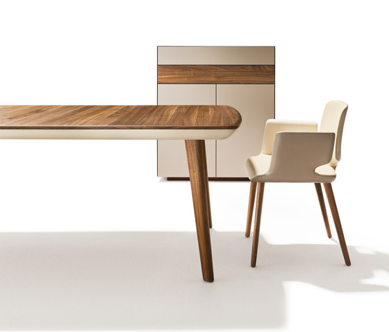 flaye extension table by TEAM 7