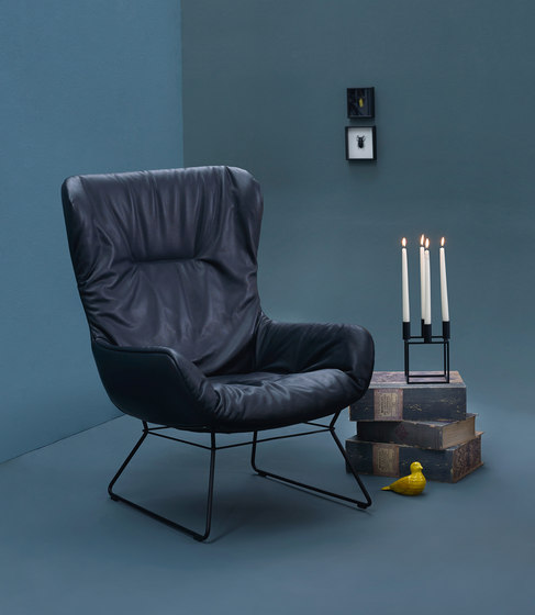 Leya | Armchair High with wooden frame with cross de Freifrau Sitzmöbelmanufaktur