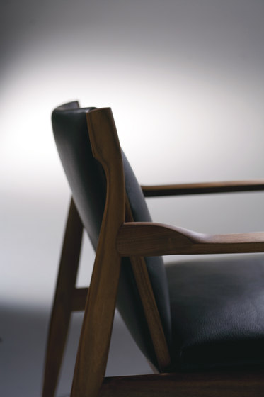 Claude | Chair by Ritzwell