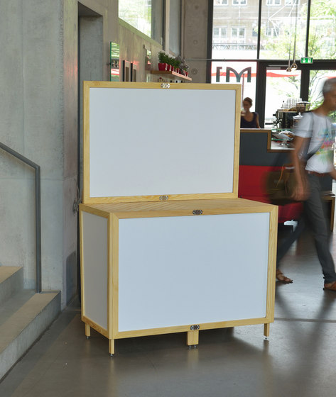 Fair display-standing table by Alvari