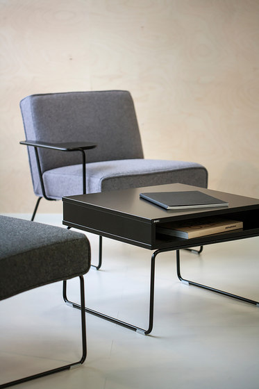 Tere | seat with writing pad by Isku