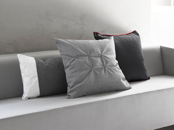 Pillows zip by viccarbe