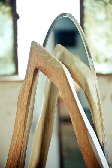 Ikebana III Standing mirror de Karen Chekerdjian