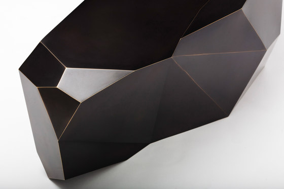 Spaceship 1 Coffeetable de Karen Chekerdjian