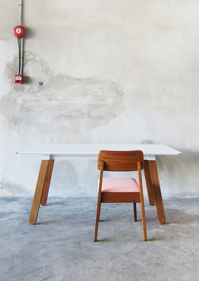 SIM STEEL Stool di TAKEHOMEDESIGN