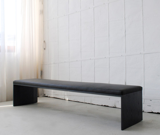 Planar with cushion by Studio Brovhn