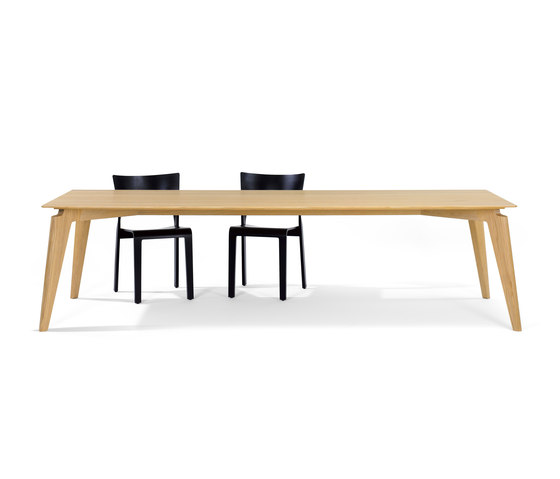 Takushi Table di Röthlisberger Kollektion