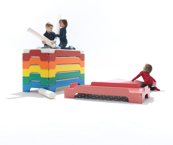 Stacking bed for kids lacquered de Müller Möbelwerkstätten