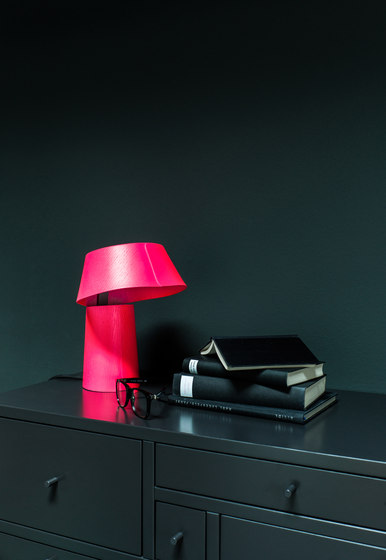 LITTLE P table lamp by Schönbuch