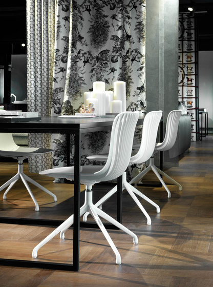 Dragonfly | Swivel stool adjustable height by Segis