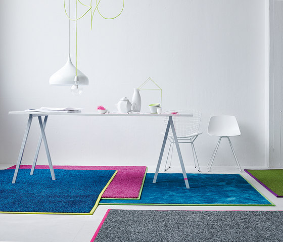 Be Different Neon von OBJECT CARPET