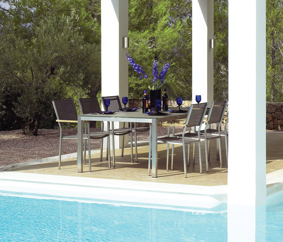 Vigo Stacking Chair with Arms di Gloster Furniture GmbH