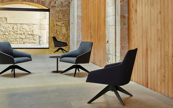 alya bu 1520 lounge chairs by andreu world architonic. Black Bedroom Furniture Sets. Home Design Ideas