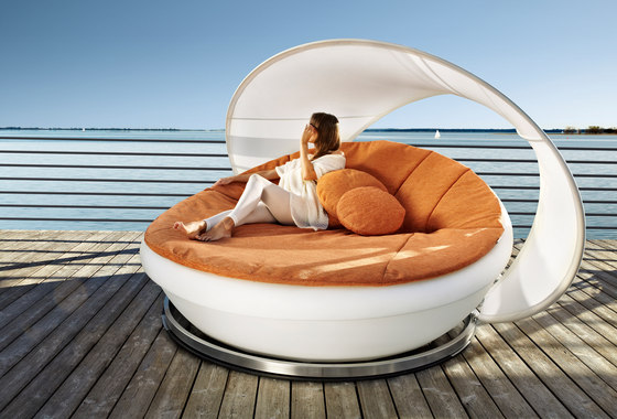 Lagoon Daybed by solpuri