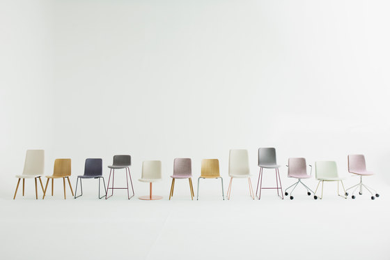 Sola conference chair with swivel disc base de Martela
