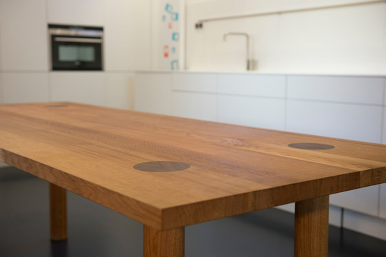 Ine Table by QoWood