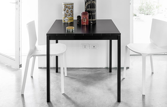 Easy table by Kristalia