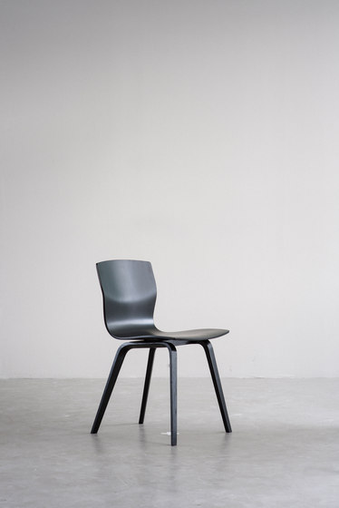 Butterfly Runner chair by Magnus Olesen