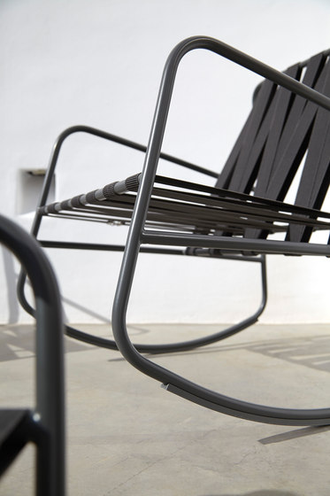 DozeQuinze Rocking Chair by GANDIABLASCO