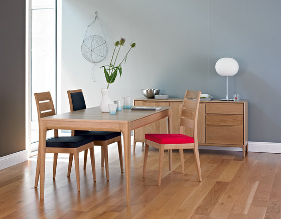 Romana lamp table by Ercol | Side tables | Architonic