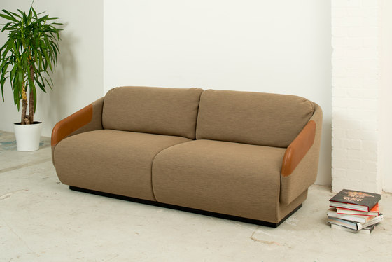 Worn sofa 3 places by Casamania